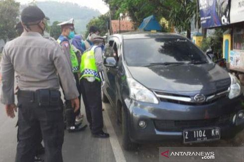 Takut Disuruh Putar Balik, Mobil Pemudik Nekat Terobos Pos Pemeriksaan di Garut