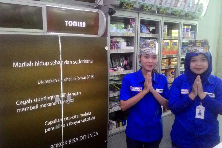 Display rokok dan iklan rokok berubah wajah di toko Tomira di Kulon Progo. Pemkab Kulon Progo memastikan bahwa ini upaya membatasi iklan dan promosi rokok di wilayahnya yang menerapkan program Kawasan Tanpa Rokok.