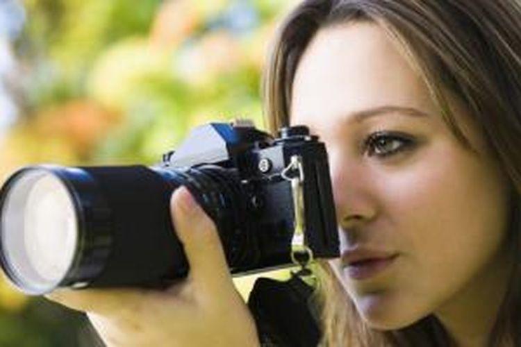 Cari satu spot berbeda dan menarik untuk diabadikan. Dengan begitu, Anda bisa mengurangi intensitas mengeluarkan kamera.