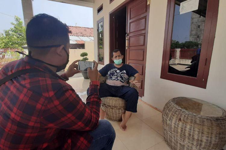 Muswir, pasien positif 020 yang telah dinyatakan sembuh dari virus corona ditemui di rumahnya, Kamis (7/5/2020). Mantan Anggota DPRD Lampung ini memberi pesan kepada pasien positif yang masih dirawat untuk berpikir positif.