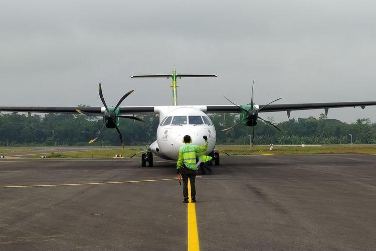 Pesawat ATR 72-600 maskapai Citilink mendarat di Bandara JB Soedirman Purbalingga, Jawa Tengah, saat proving flight, Kamis (1/4/2021).