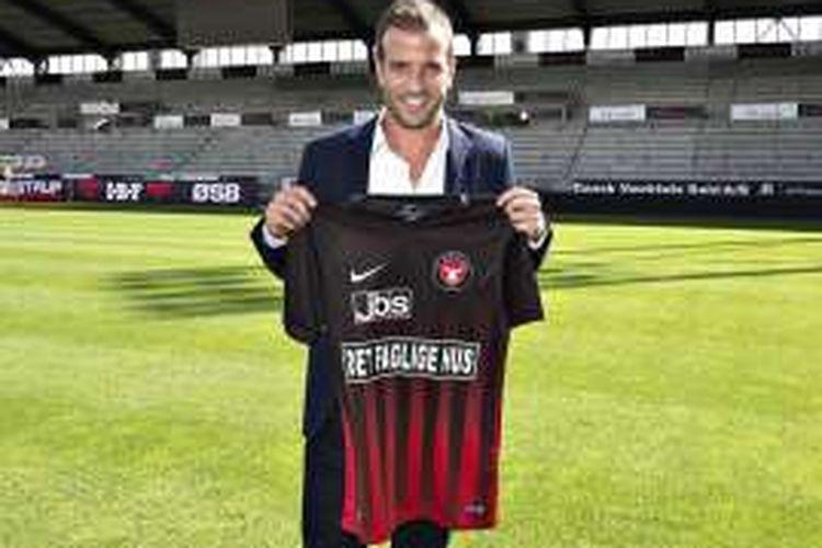 Gelandang asal Belanda, Rafael van der Vaart, diperkenalkan sebagai pemain baru FC Midtjylland di MCH Arena, Herning, Denmark, pada Rabu (10/8/2016).