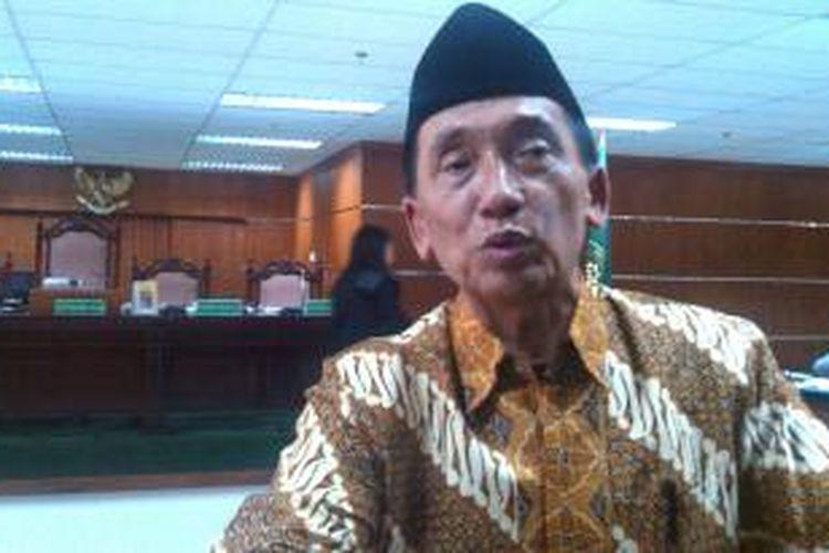 Ketua (nonaktif) DPRD Bangkalan Fuad Amin Imron seusai bersaksi di sidang perkara jual beli gas alam di Bangkalan, di Pengadilan Tipikor, Jakarta, Senin (23/3/2015).