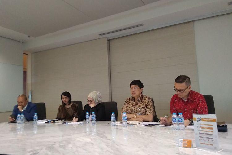 Direktur Utama Bank BTPN Ongky Wanadjati Dana (kedua dari kanan) dalam paparan kinerja keuangan semester I 2019 di Jakarta, Rabu (14/8/2019).
