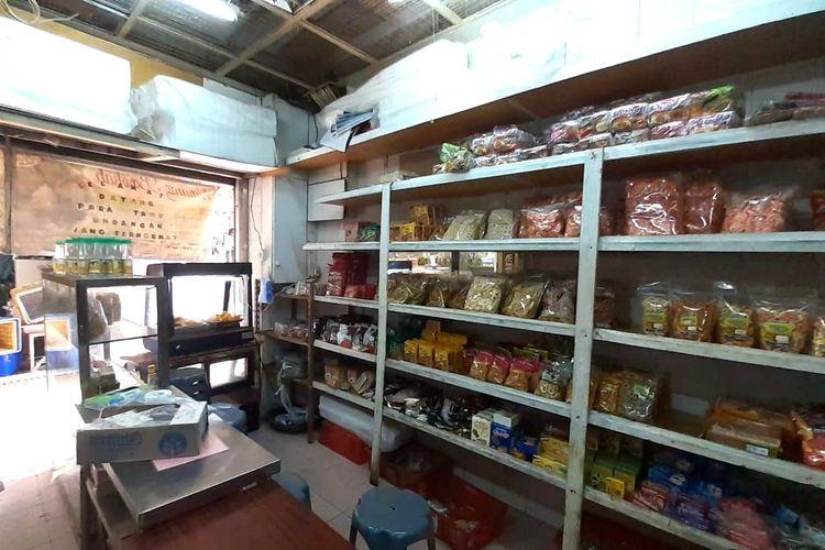 Wahrung Barokha yang menyajikan makanan khas Indonesia di Makau. Lokasinya berada tidak jauh dari Senado Square. Tempat ini juga menjual berbagai produk Indonesia.