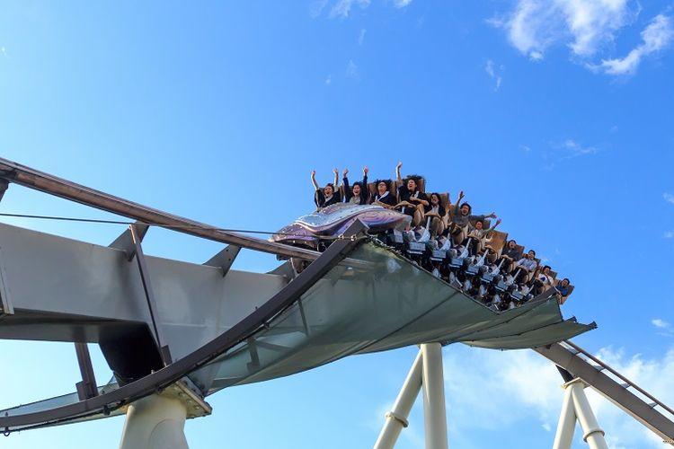 Ilustrasi roller coaster di Universal Studios Japan.