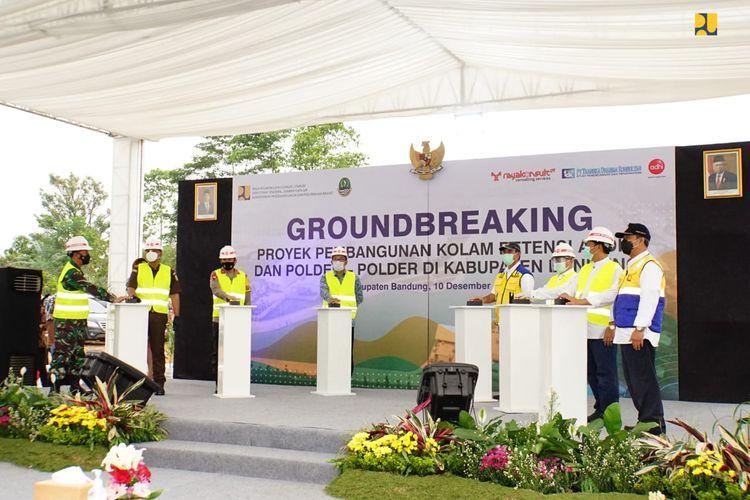 Peletakan batu pertama (groundbreaking) proyek pembangunan Kolam Retensi Andir dan lima polder di Kabupaten Bandung, Jawa Barat.
