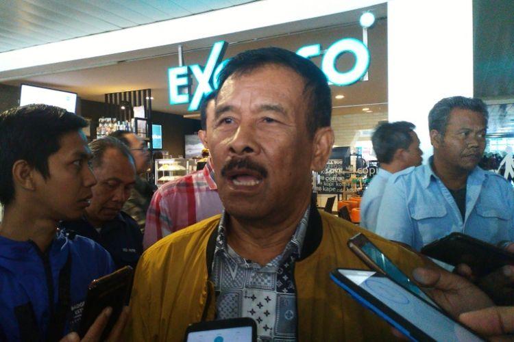 Manajer Persib Umuh Muchtar saat ditemui wartawan di Bandara Husein Sastranegara, Selasa (17/9/2018).