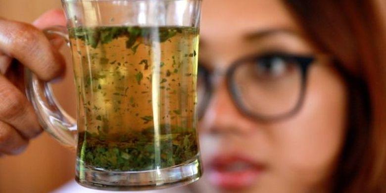 Apakah tradisi minum kratom harus dihentikan karena berubahnya legalitas kratom di Indonesia, pertanyaan itu hanya akan dapat dijawab oleh regulator.