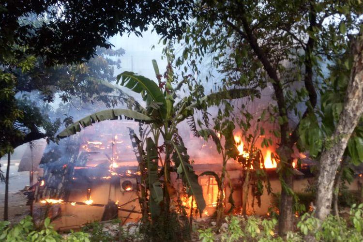 Pos polisi Pejompongan dibakar, Rabu (25/9/2019)