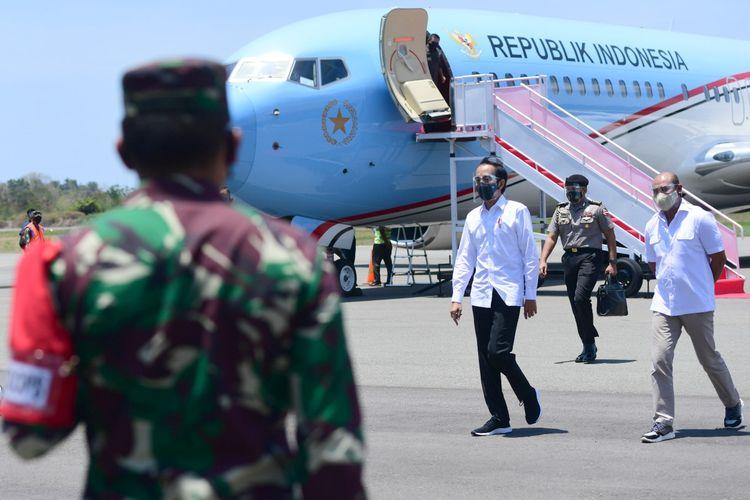 Presiden Jokowi tiba di Bandar Udara Komodo, Kabupaten Manggarai Barat, Kamis (1/10/2020).