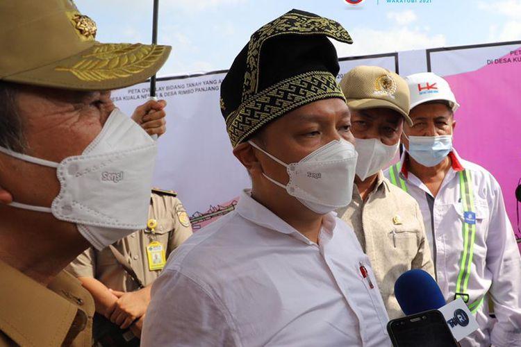 Wakil Menteri Kementerian Agraria dan Tata Ruang/Badan Pertanahan Nasional (ATR/BPN), Surya Tjandra laksanakan percepatan penyelesaian pembebasan lahan Jalan Tol Pekanbaru - Bangkinang