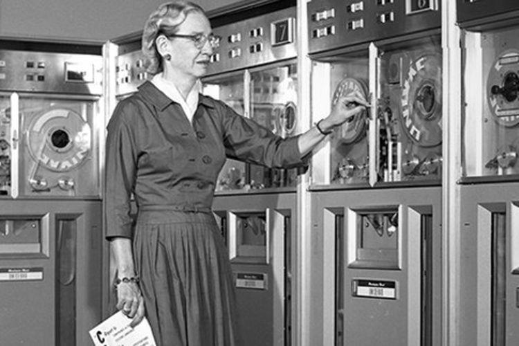 Grace Hopper, seorang ahli matematika yang mencetuskan bahasa pemrograman pertama di tahun 1954