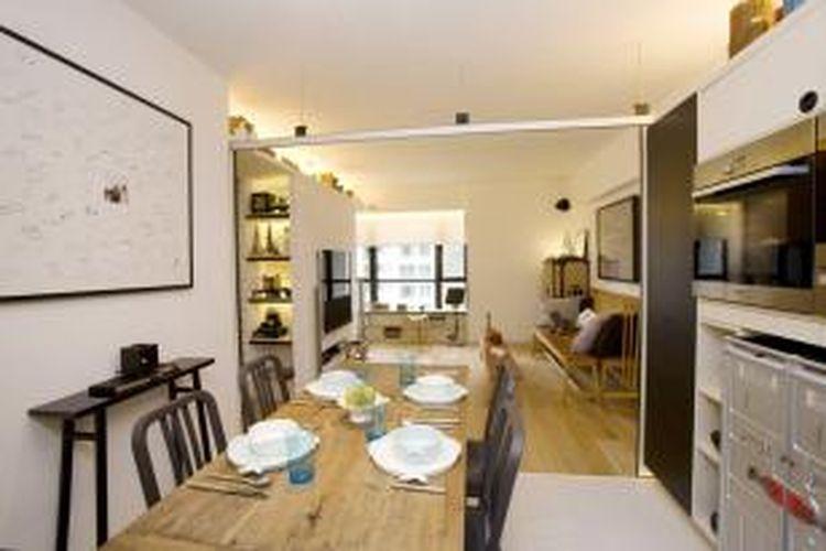 Di dalam apartemen berukuran 93m2 itu, Clifton Leung Design Workshop menempatkan 10 pintu geser yang bisa dibuka dan ditutup untuk mengubah perspektif dalam ruangan.