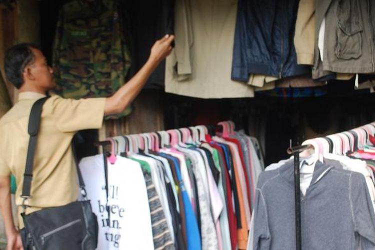 Ilustrasi: Pakaian bekas impor.