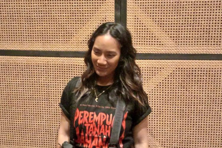Tara Basro menghadiri syukuran film horor Perempuan Tanah Jahanam di Queens Head, Kemang Raya, Jakarta Selatan, Senin (25/2/2019).