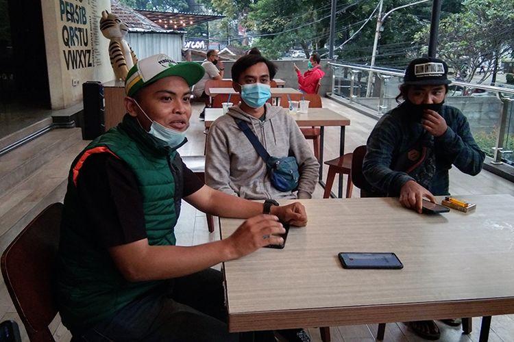 Ariyuda (kiri) saat berbincang bersama wartawan di Graha Persib, Kota Bandung, belum lama ini.