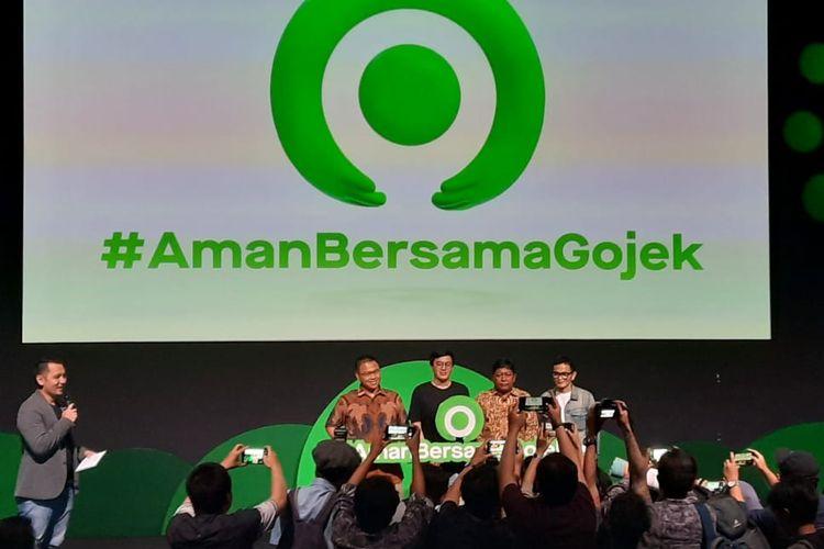 Kiri-kanan: Adityo Hidayat Peneliti CfDS UGM, CEO Gojek, Kevin Alluwi,  Direktur Pemberdayaan Informatika KemKominfo Slamet Santoso, Herman Josis Mokalu - ketua umum Siberkreasi dalam sesi foto setelah acara konferensi pers di kantor Gojek Indonesia, Jumat (28/2/2020).