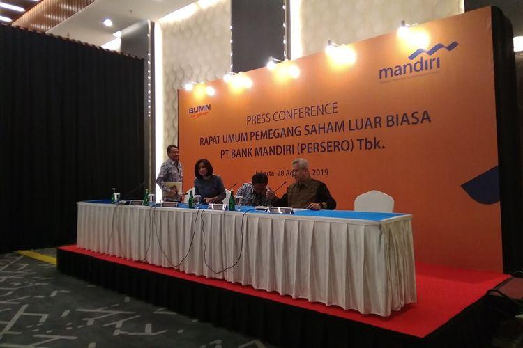 Konferensi pers RUPS LB Bank Mandiri di Menara Mandiri I Jakarta, Rabu (28/8/2019).