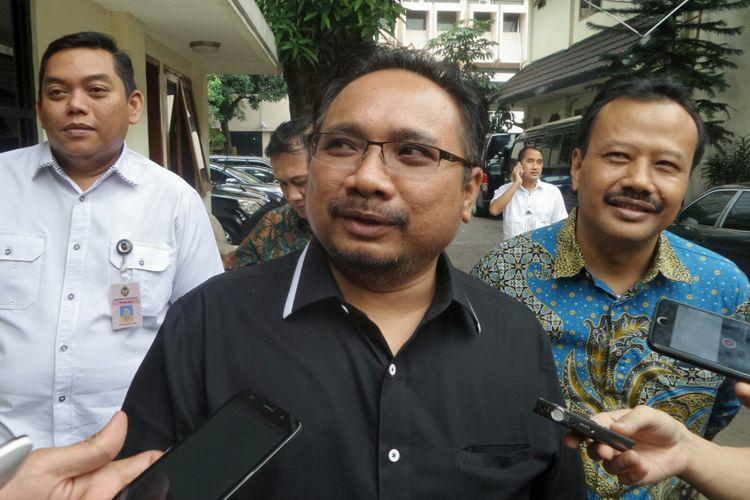 Ketua Umum GP Ansor Yaqut Cholil Qoumas usai bertemu Menko Polhukam Wiranto di Kemenko Polhukam, Jakarta Pusat, Selasa (18/7/2017).