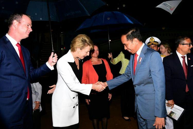 Presiden Joko Widodo tiba di Australia dan disambut sejumlah pejabat Australia