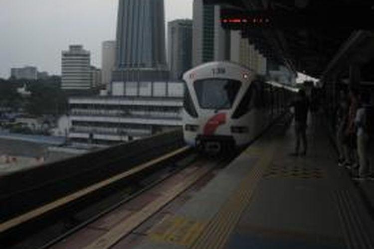 Layanan light rail transit (LRT) dengan nama