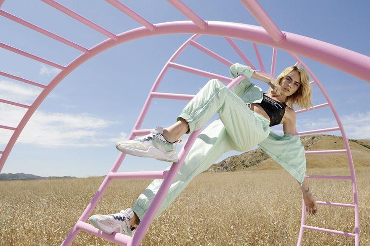 Cara Jocelyn Delevingne -model, sosialita, aktris, dan penyanyi asal Inggris, yang sejak 2016 menjadi brand ambassador Puma, didapuk untuk mempromosikan produk anyar Puma Rise.