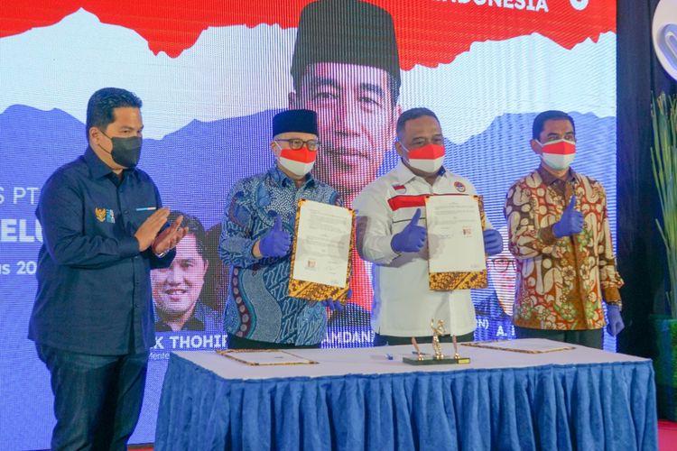 Penyerahan 23 unit ambulans dari Kementerian Badan Usaha Milik Negara melalui PT Taspen kepada Badan Perlindungan Pekerja Migran Indonesia (BP2MI)Aula K H Abdurrahman Wahid BP2MI, Jakarta, Senin (23/8/2021).