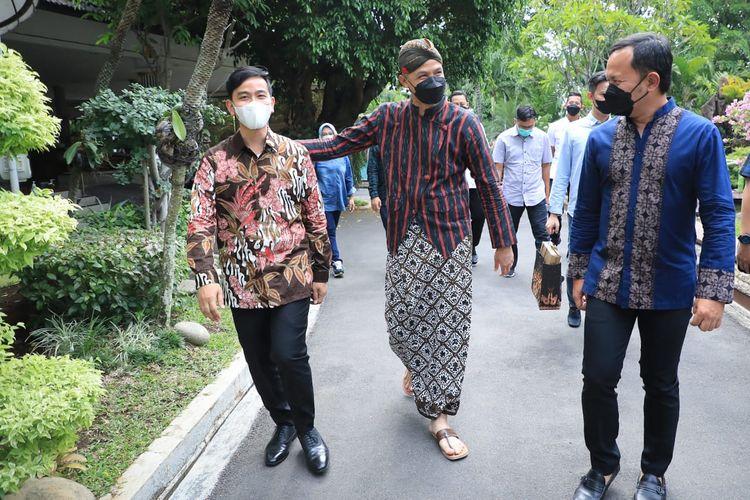 Gubernur Jawa Tengah Ganjar Pranowo didatangi Wali Kota Gibran dan Bima Arya di Puri Gedeh, Kamis (14/10/2021)