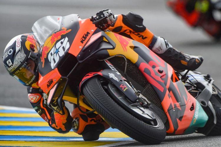 Miguel Oliveira saat balapan pada MotoGP Prancis 2021. (Photo by JEAN-FRANCOIS MONIER / AFP)