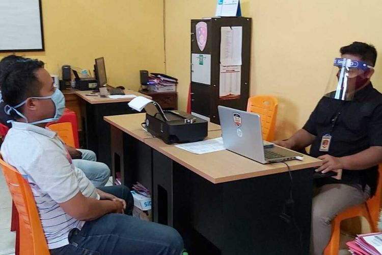 Penabrak petugas Dishub menjalani pemeriksaan di Mapolresta Banyumas, Jawa Tengah.