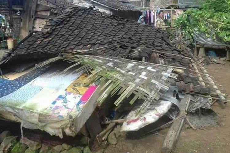 Kondisi rumah yang dibantu perbaikannya oleh Toyota Sienta Community Indonesia (Tosca).