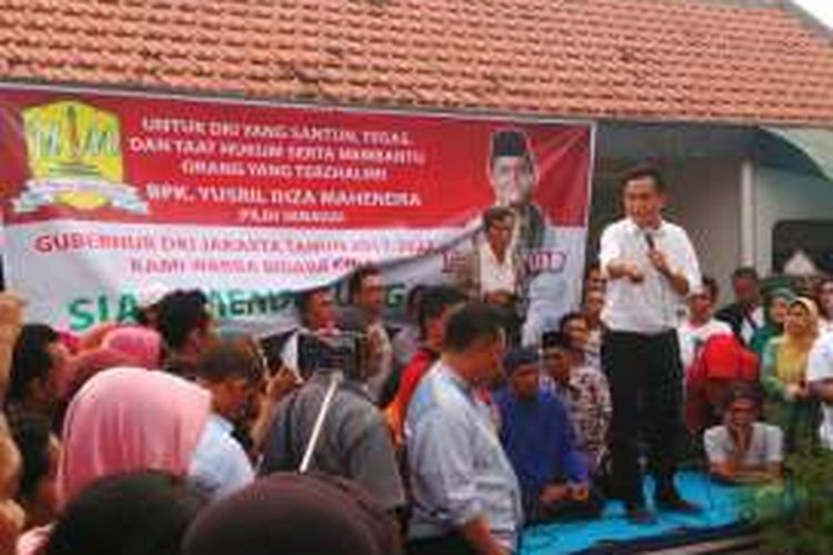 Bakal calon gubernur DKI Jakarta Yusril Ihza Mahendra saat memberikan sambutan di Bidaracina, Jatinegara, Jakarta Timur. Selasa (3/5/2016)