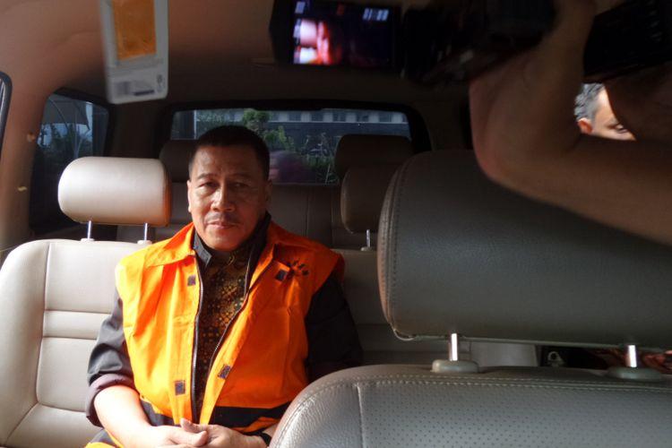 Komisi Pemberantasan Korupsi (KPK) menahan Atase Imigrasi pada Kedutaan Besar Republik Indonesia (KBRI), Dwi Widodo, seusai diperiksa di Gedung KPK Jakarta, Jumat (21/4/2017).