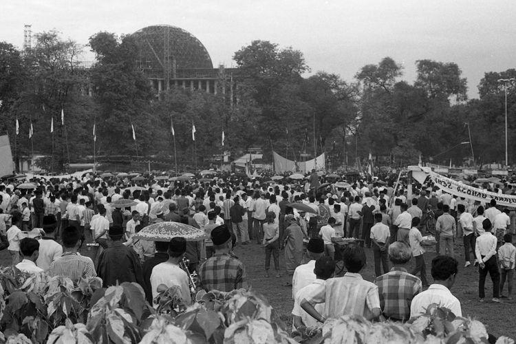 Mantan Menteri Agama Prof. KH Sjaifuddin Zuchri berpidato dalam kampanye partai NU Wilajah DKI Jakarta yang terakhir di lapangan Banteng Jumat 25 Juni 1971. Pada hari yang sama PNI kampanye di Istora Senayan. Sedangkan Partai Katolik melakukan pawai sebelum kampanye di Bok Q Kebayoran Baru, Jakarta.
