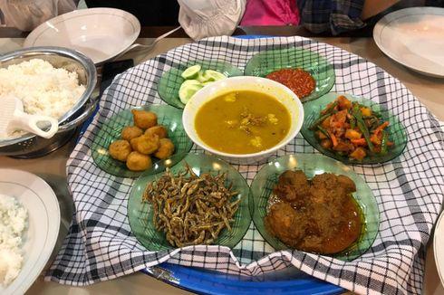 Tradisi Makan Bedulang, Simbol Kehangatan Keluarga di Belitung...