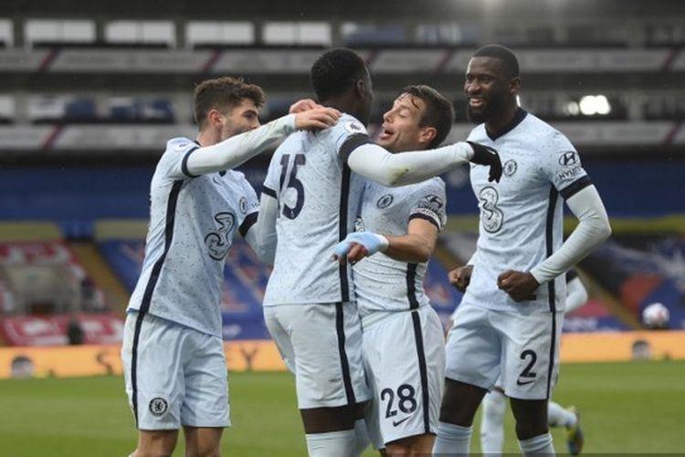 Skuad Chelsea saat merayakan gol ke gawang Crystal Palace pada laga lanjutan pekan ke-31 Premier League di Stadion Selhurst Park, Sabtu (10/4/2021) malam WIB.