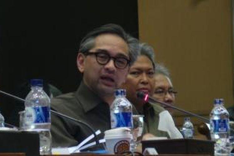 Menteri Luar Negeri RI Marty Natalegawa dalam rapat kerja dengan Komisi I Dewan Perwakilan Rakyat, Rabu (11/9/2013).