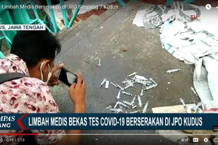 Sejumlah bekas alat suntik yang ditemukan di Jembatan Penyeberangan Orang Simpang Tujuh Kudus, Jawa Tengah.