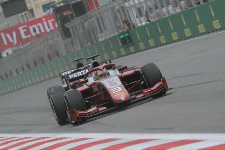 Pebalap Prema Racing, Sean Gelael, saat tampil pada feature race di GP Azerbaijan 2018 di Baku, Sabtu (28/4/2018).