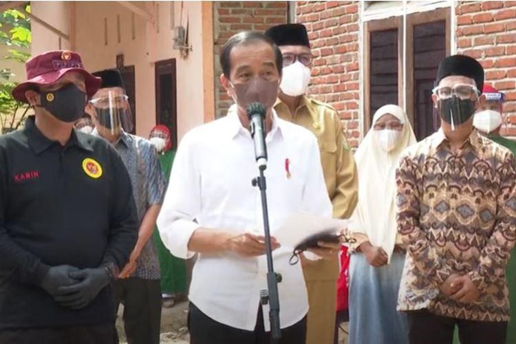 Presiden Jokowi saat meninjau program vaksinasi di Aceh, Kamis (16/9/2021).
