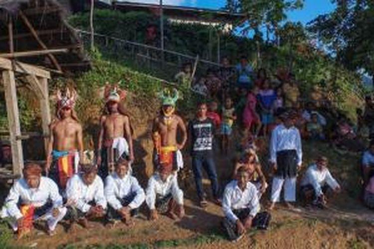 Penari Caci di Desa Liang Ndara, Kecamatan Mbeliling, Kabupaten Manggarai Barat, Nusa Tenggara Timur.