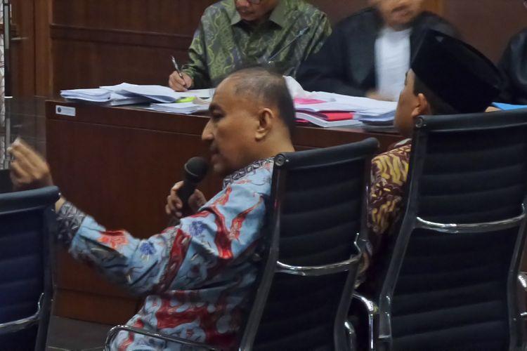 Anggota DPR RI, Markus Nari dan Ade Komarudin, bersaksi di Pengadilan Tipikor Jakarta, Kamis (6/4/2017).