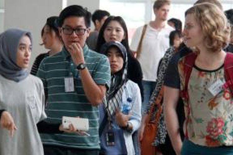 Orientasi student exchange Bina Nusantara (Binus) University International di Jakarta, Rabu (18/2/2015). Networking atau jejaring yang didapatkan mahasiswa saat student exchange mungkin tak hanya penting bagi si mahasiswa dalam waktu dekat, tapi bermanfaat di masa depan.