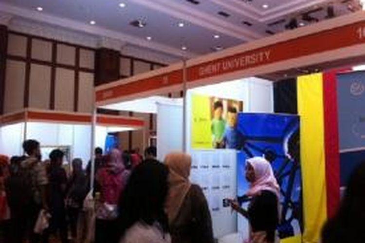 LPDP Edu Fair diselenggarakan di gedung Dhanapala, Kompleks Kementerian Keuangan, Jakarta, Jumat (30/01/2015). Pameran dilaksanakan untuk memperkenalkan beragam program dan layanan beasiswa, serta riset kepada masyarakat.