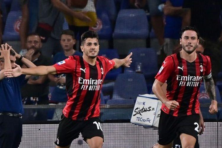 Brahim Diaz (kiri) saat merayakan golnya pada laga penutup pekan pertama Liga Italia yang mempertemukan Sampdoria vs AC Milan di Stadio Luigi Ferraris, Senin (23/8/2021).