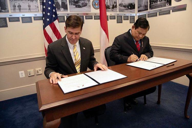 Menteri Pertahanan RI Prabowo Subianto (kanan) bertemu dengan Menteri Pertahanan AS Mark Esper (kiri) di Pentagon.