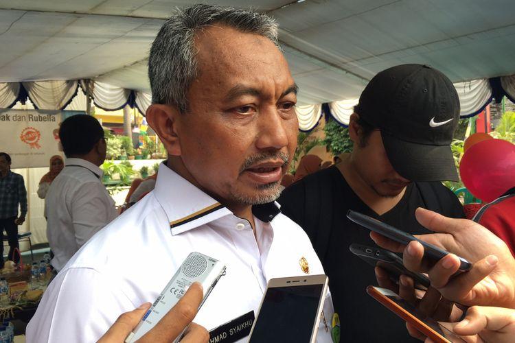Wakil Wali Kota Bekasi Ahmad Syaikhu saat menghadiri acara pelaksanaan imuniasasi measles rubella (MR) di Posyandu Tunas Cempaka, Kelurahan Jaka Setia, Kota Bekasi, Selasa (5/9/2017).
