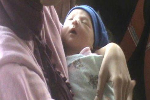 Warga Berebut Asuh Bayi yang Ditemukan di Masjid