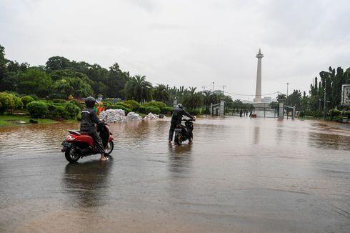 BMKG: Hujan Seharian di Jakarta akan Disertai Petir dan Angin Kencang